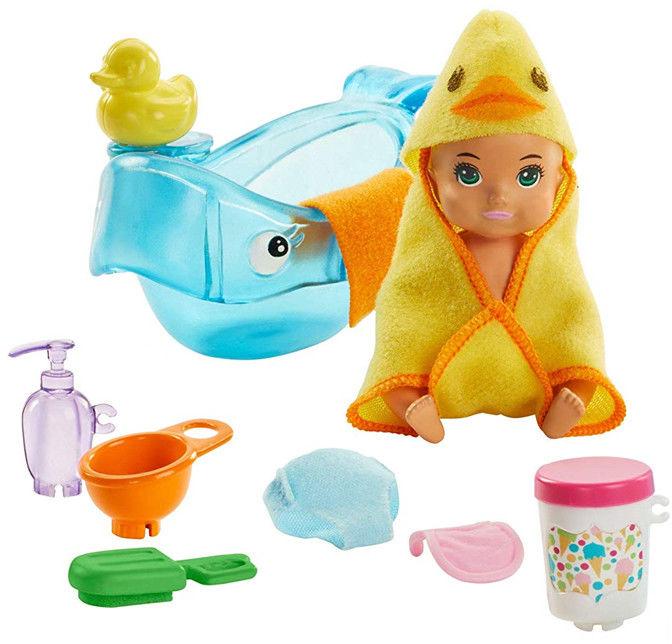 Barbie - Klub opiekunek Brudne niemowlę w kąpieli GHV84