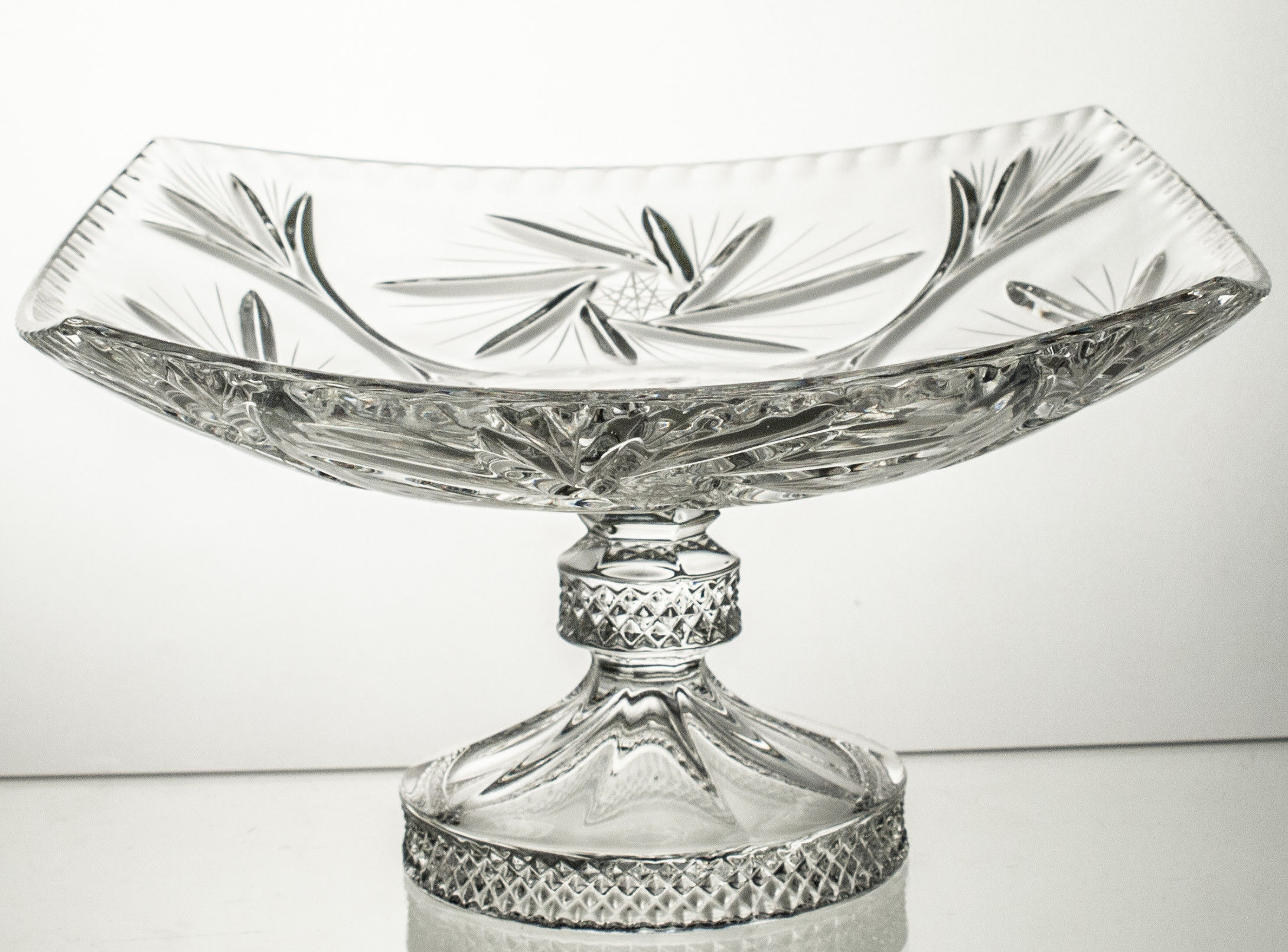 Talerz kryształowy na nodze (14800)
