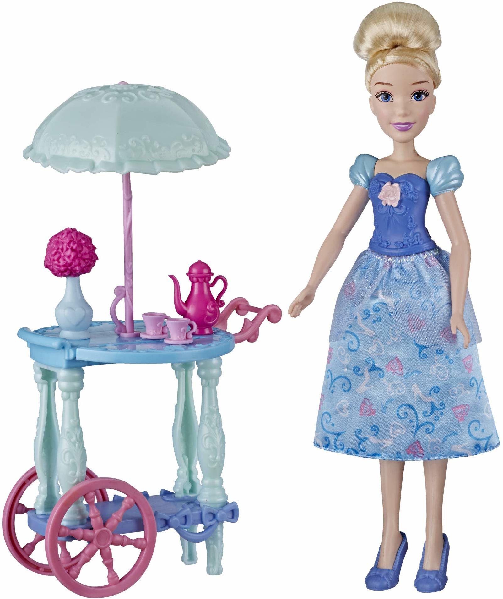 Disney Princess Cinderella''s Teatro Wózek do zabawy z lalką Kopciuszka, wózek, filiżanki do herbaty, dzbanek do herbaty, zabawka dla dziewcząt 3 i więcej