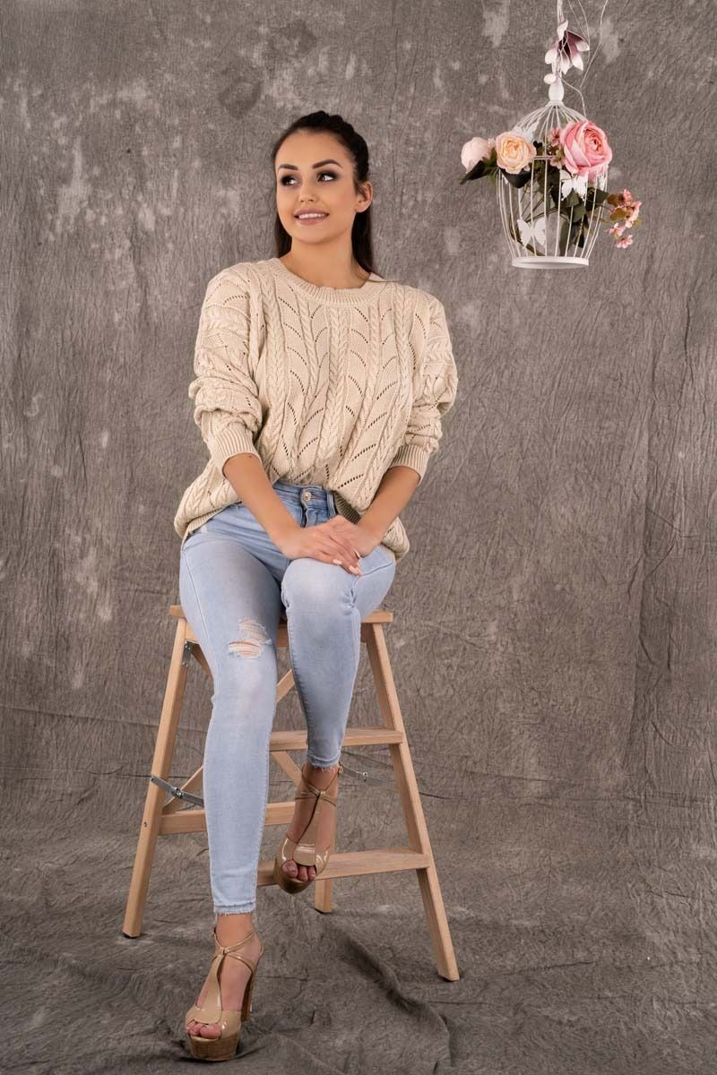 Ażurowy sweter z warkoczami - beżowy