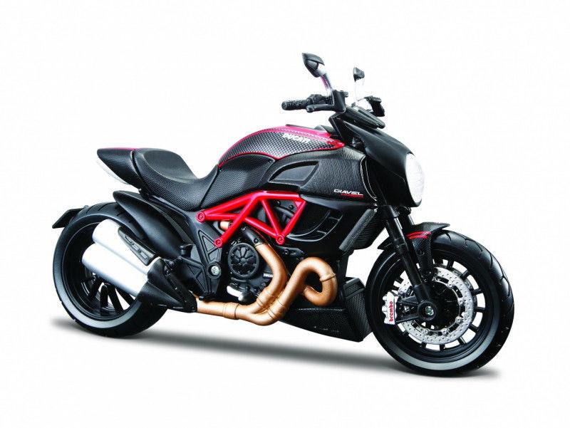 Motocykl Ducati Diavel Carbon 1/12