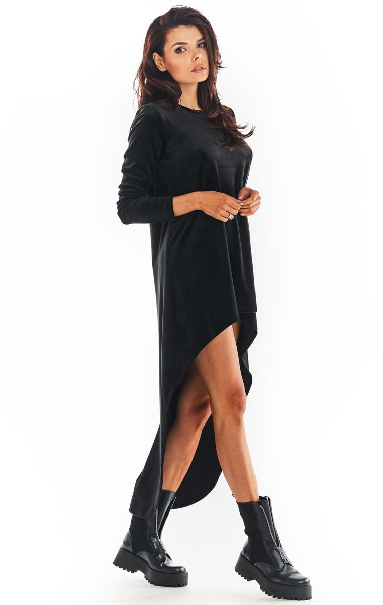 Czarna welurowa swobodna sukienka z przedłużonym tyłem