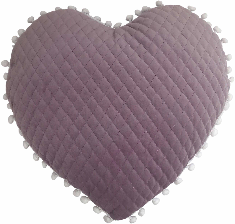 little furn. Poduszka wypełniona dużym sercem pomponem, liliowa, 35 x 40 cm (14 cali x 16 cali)