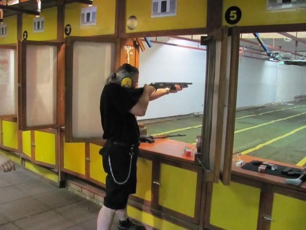 Strzelanie na strzelnicy  Poznań