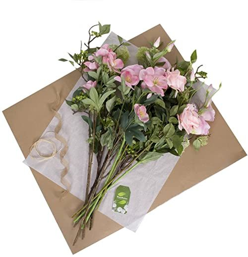 Wysokiej jakości sztuczny różowy bukiet  kompozycja kwiatowa z różami, hellebores Elderflower, jagody i roślinność  idealny prezent świąteczny