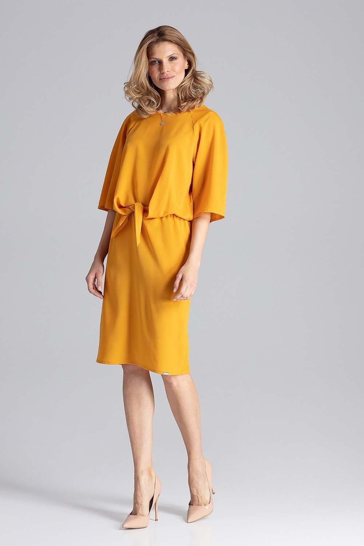 Musztardowa sukienka przed kolana z wiązaniem w talii
