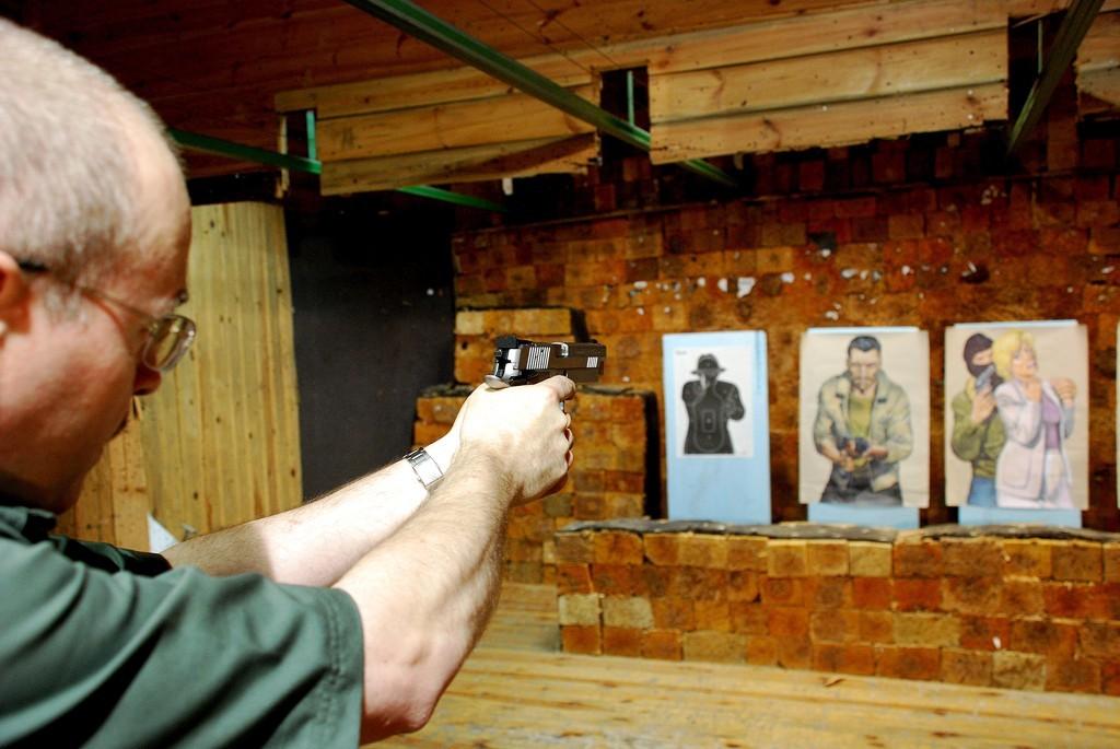 Strzelanie na strzelnicy w Warszawie