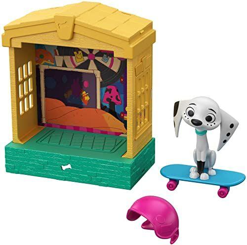 101 Dalmatian Street GBM28 Disney, domek dla psów z możliwością układania w stosy (13 cm) z postacią lalki (7,6 cm), akcesoria do deskorolki i kasku, wielokolorowy