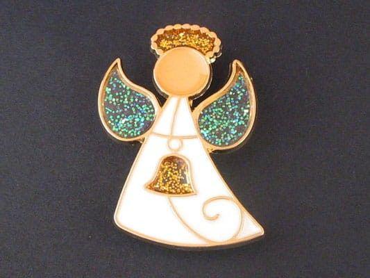 Aniołek z dzwonkiem (emalia) - agrafka