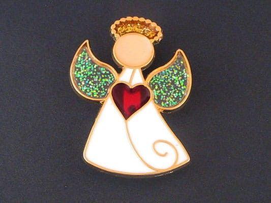 Aniołek z sercem (emalia) - agrafka