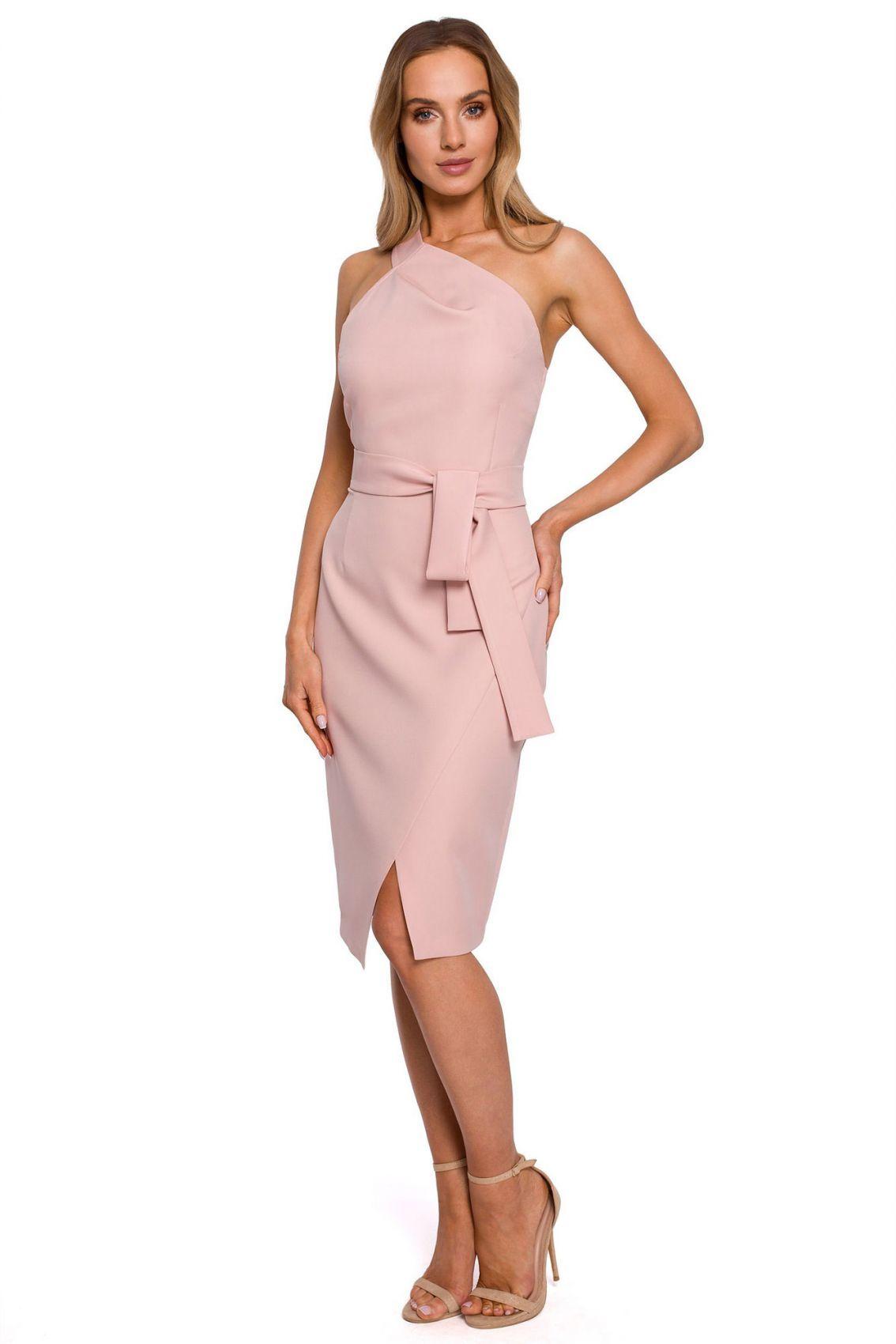 M572 Sukienka na jedno ramię - pudrowa