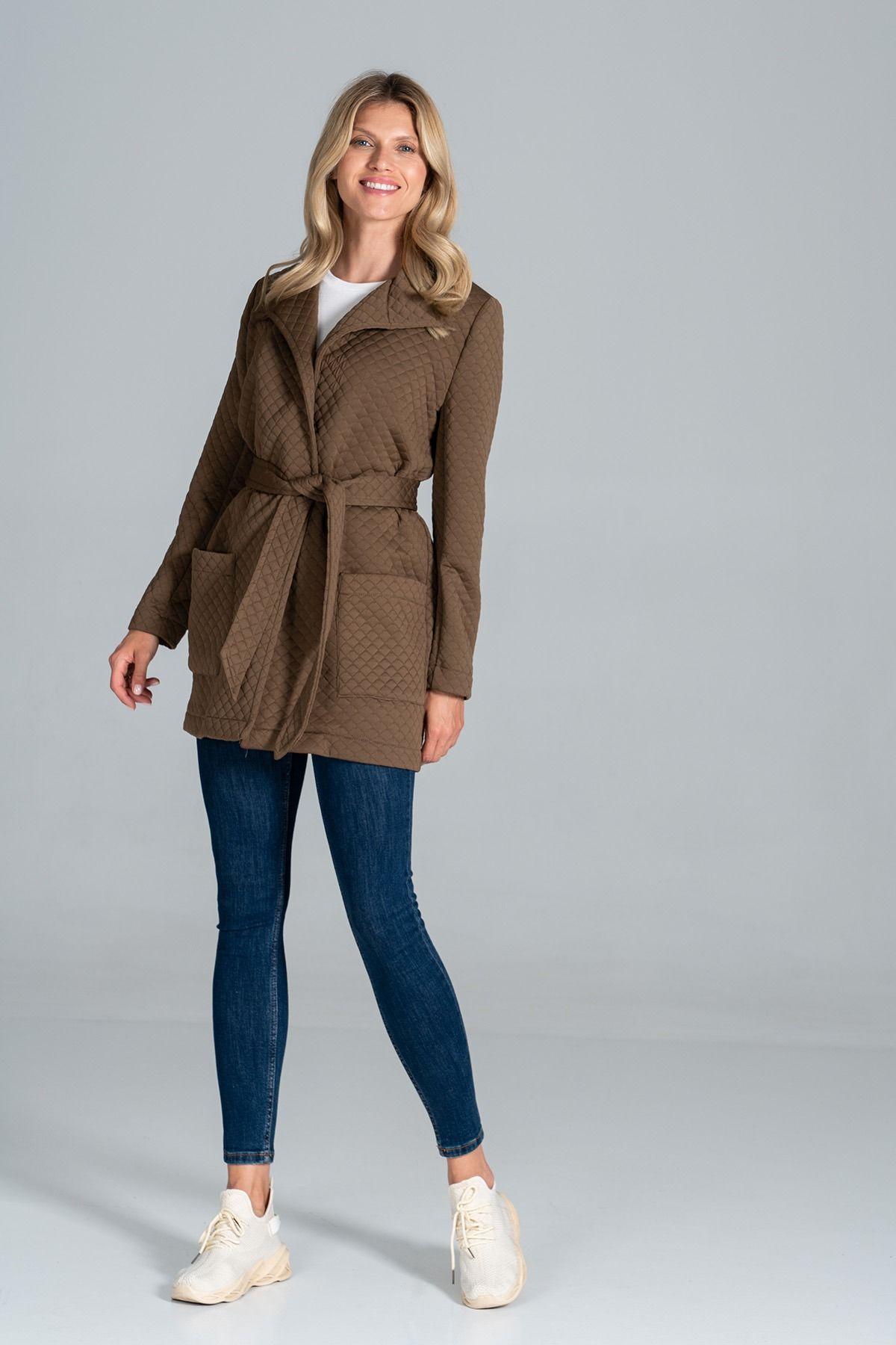 Pikowany krótki płaszcz z paskiem - brązowy