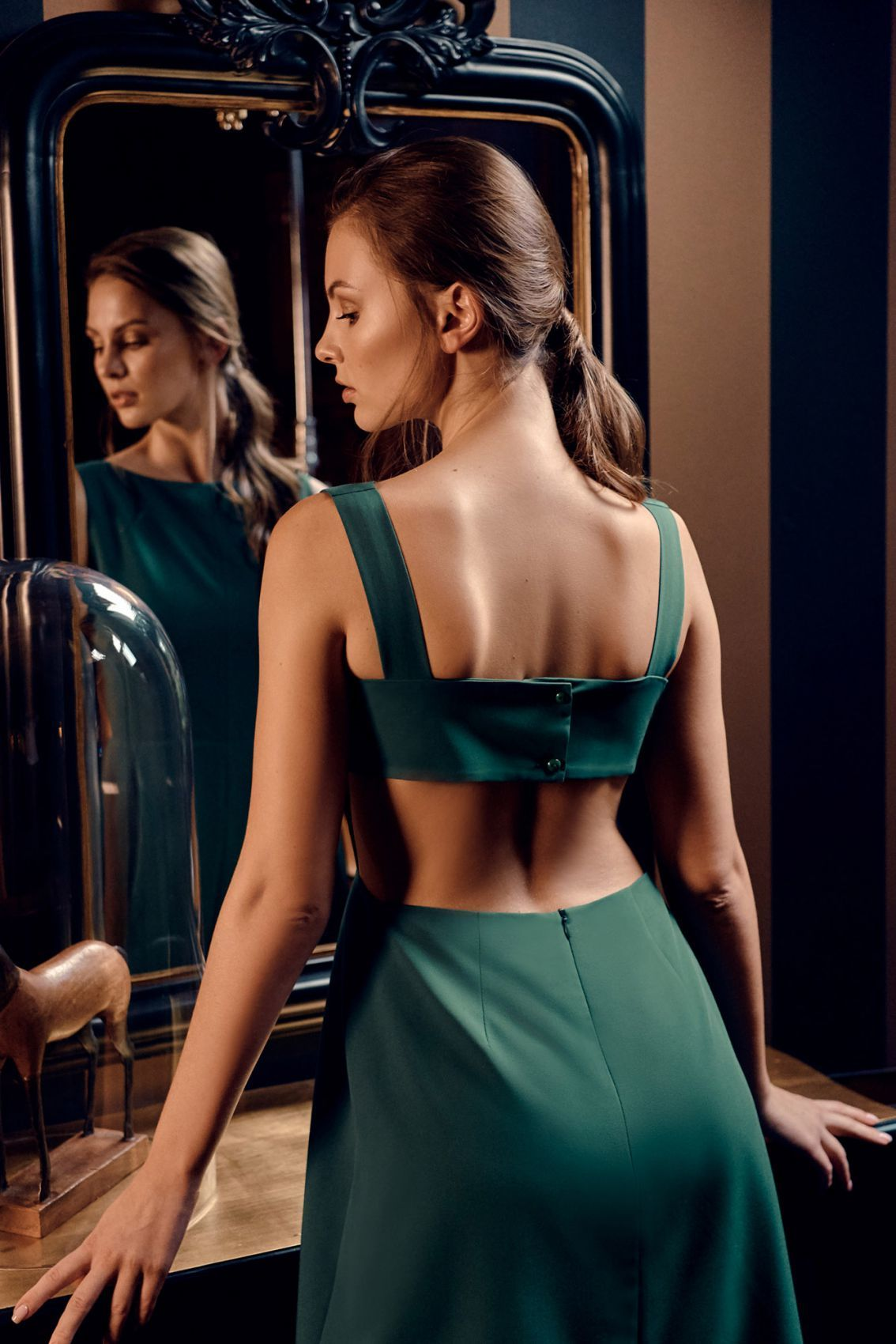 K011 Sukienka z odkrytymi plecami - zielona