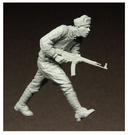 Figurka Biegnący Żołnierz Radziecki, Berlin 1945 1/35 Stalingrad