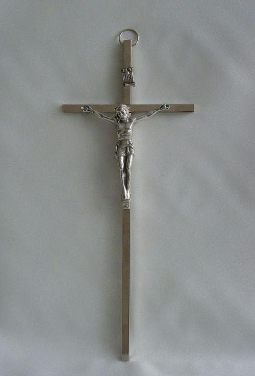 Krzyż metalowy w kolorze srebrnym 21 cm