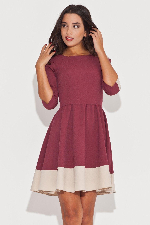 Elegancka bordowa sukienka z rękawem 3/4 z kolorowymi lamówkami