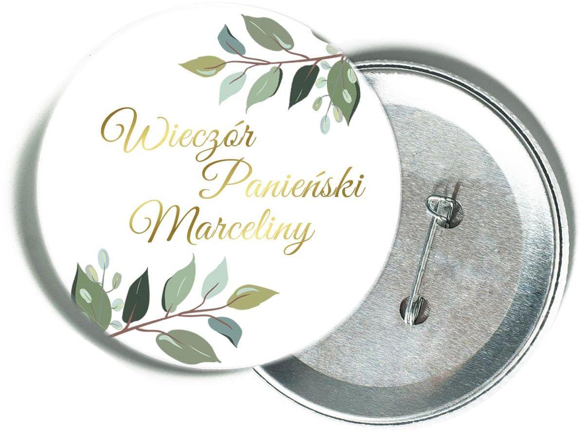 Przypinka personalizowana biała ze złotym napisem oraz liśćmi na Wieczór Panieński