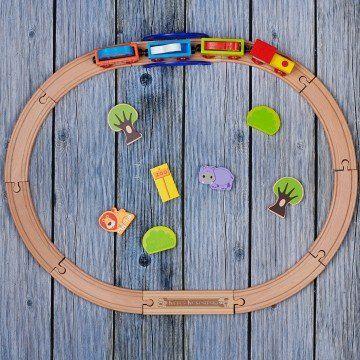 Chmurki - Drewniane tory z pociągiem