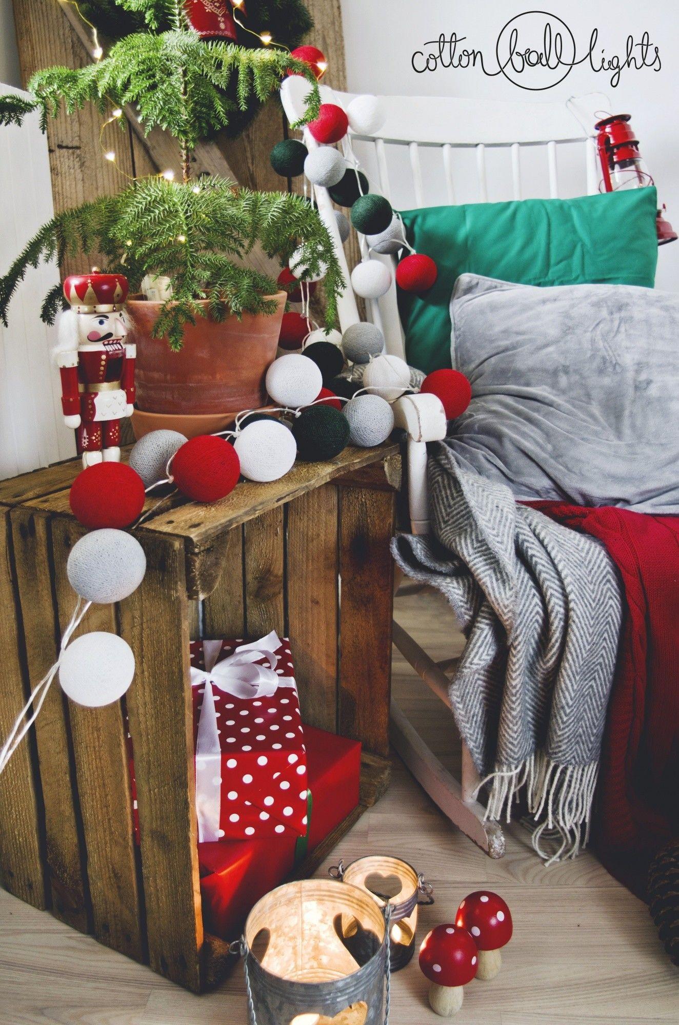 Kompozycja kolorowych kul LED Christmas Classic Cotton Ball Lights