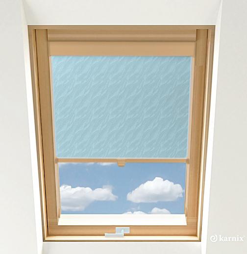 Roleta do okien dachowych - AQUA - Light Blue / Sosna