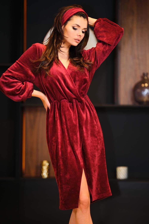 Bordowa welurowa sukienka zakładana kopertowo