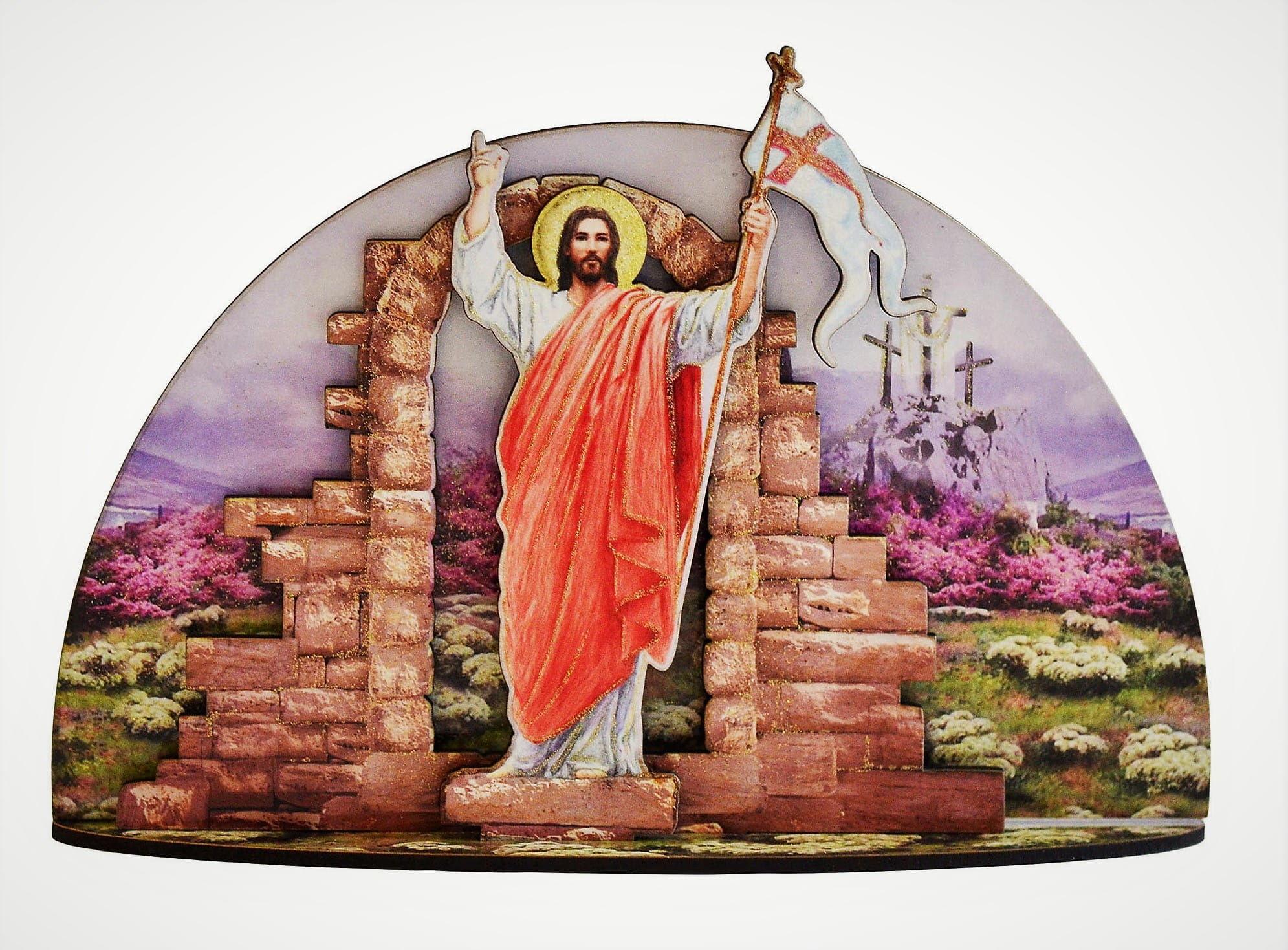 Drewniana grota ze Zmartwychwstałym Chrystusem