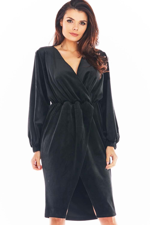 Czarna welurowa sukienka zakładana kopertowo