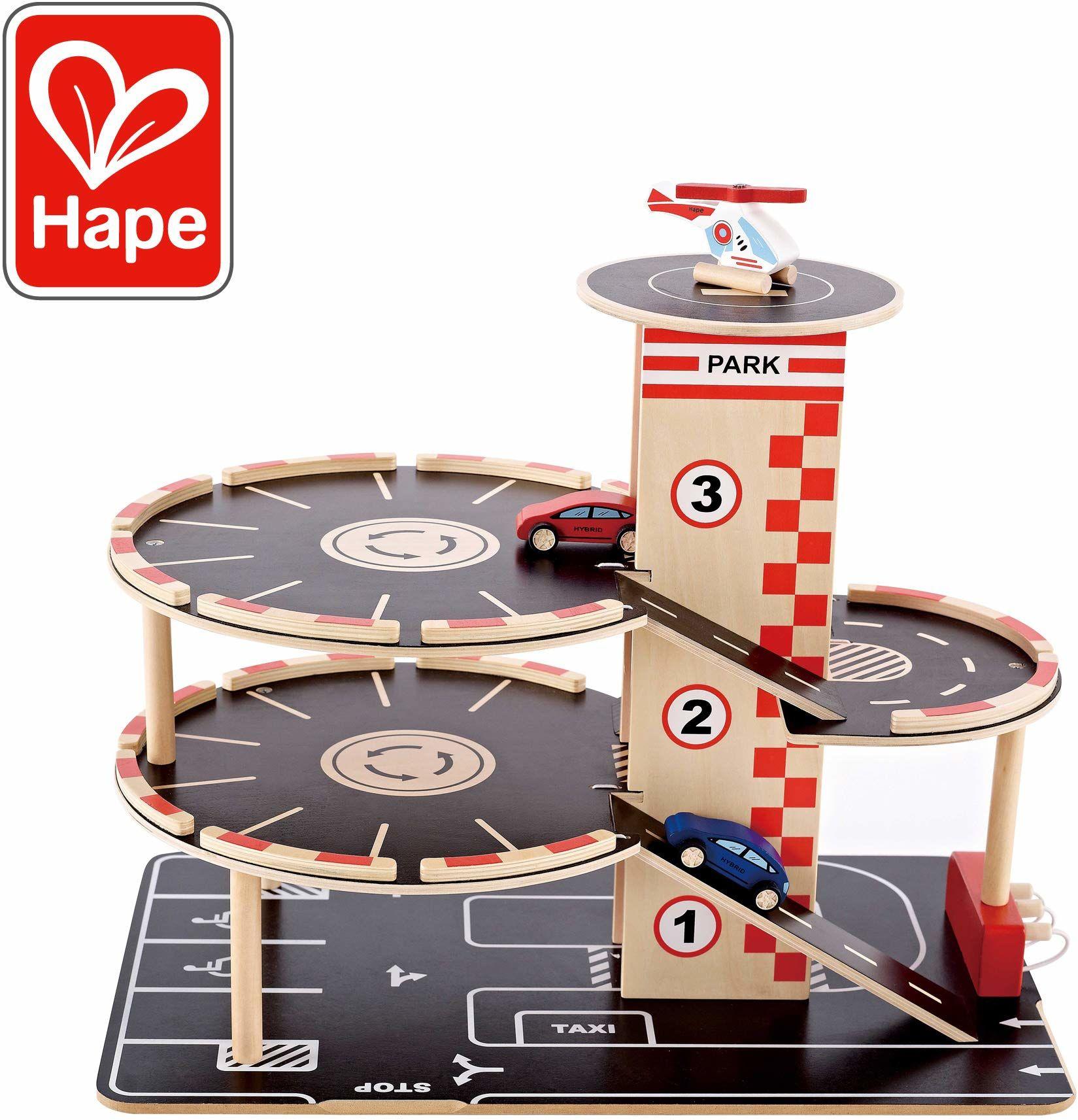 Hape Domek parkingowy z drewna dla dzieci, zestaw do zabawy, rampa najazdowa z trzema parkingami i stacją benzynową