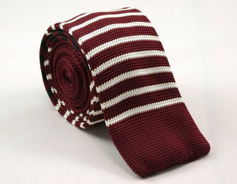 Dziergany Krawat Męski Knit w Cienkie Białe Pasy -5,5cm- Chattier, Bordowy KRCH0788