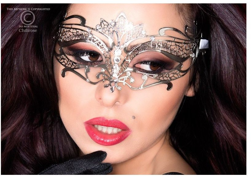 Piękna srebrna maska chilirose