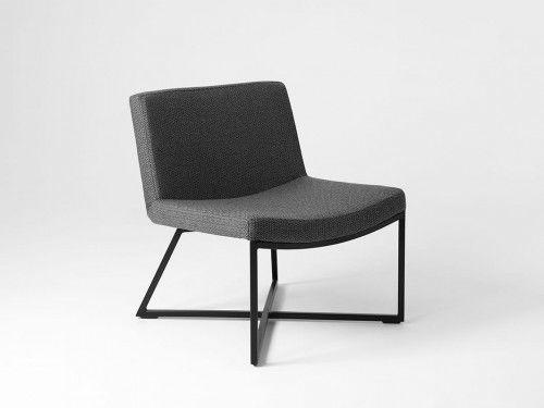 Minimalistyczny fotel Zero - czarna podstawa