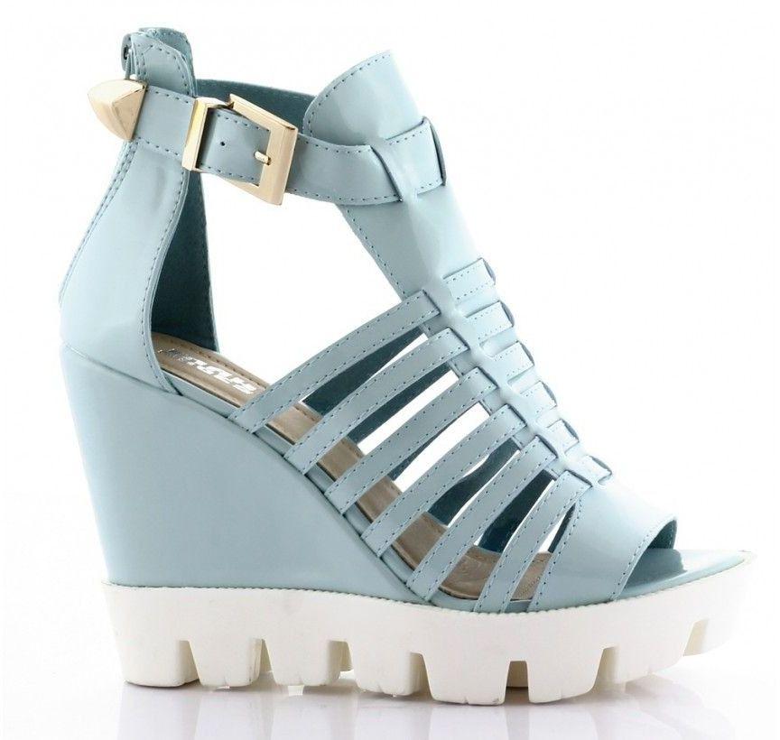 Błękitne sandały lakierowane na koturnie s-21