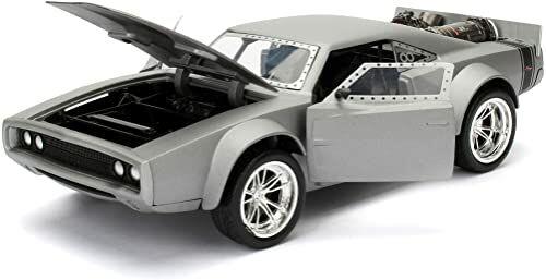 Jada Toys Fast & Furious 8 Dom''s Ice Charger, samochód zabawkowy z Die-cast, otwierane drzwi, bagażnik i maska silnika, skala 1:24, srebrny