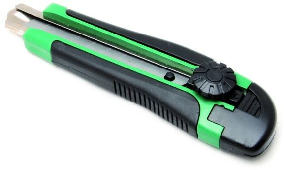 Nóż do tapet 18mm skręcany gumowany