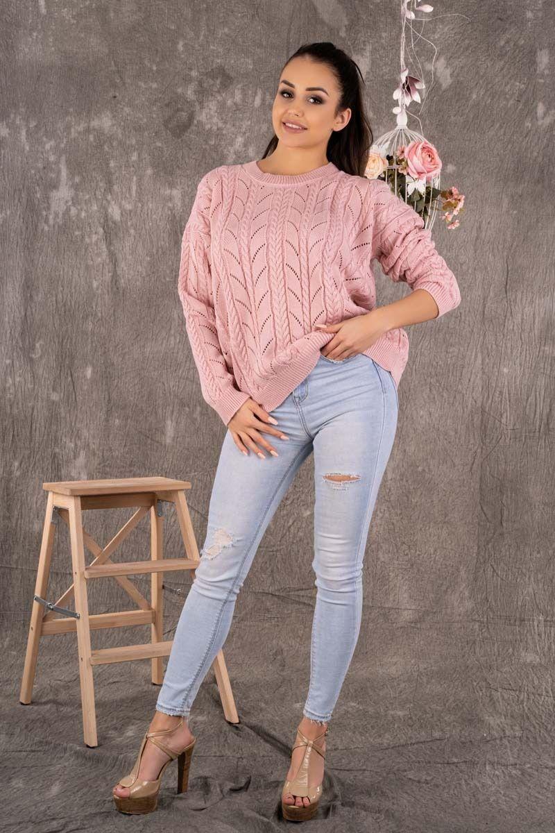 Ażurowy sweter z warkoczami - pudrowy