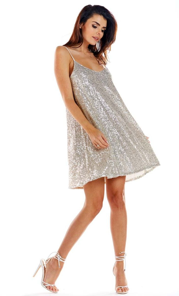 beżowa sukienka na cienkich ramiączkach wyszywana cekinami