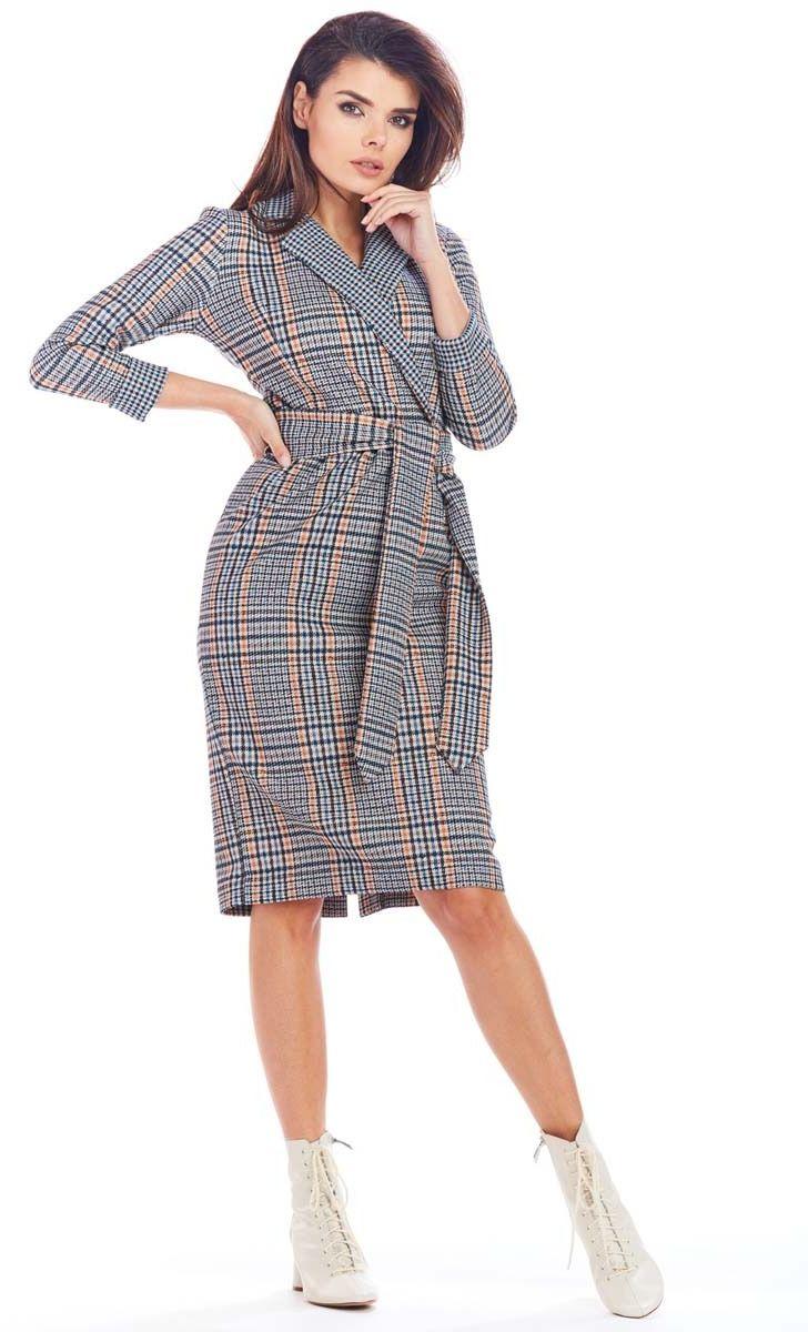 Klasyczna sukienka w kratę z kopertowym dekoltem - granatowa