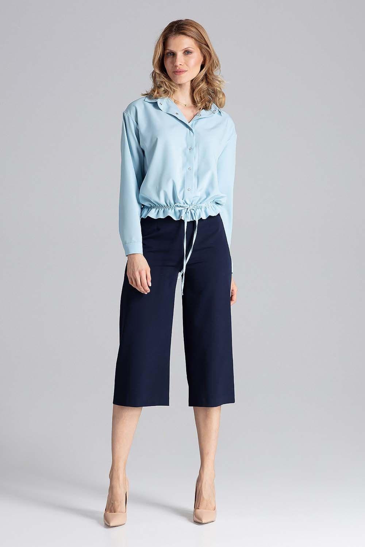 Błękitna szykowna koszula wiązana sznurkiem na dole