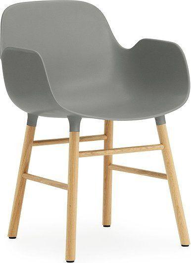 Fotel form szary z dębową ramą