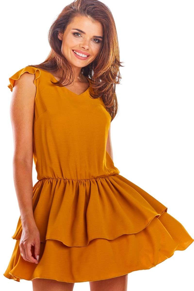 Karmelowa zwiewna letnia sukienka z falbankami