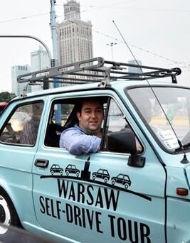 Zwiedzanie Warszawy za kierownicą Fiata 126P