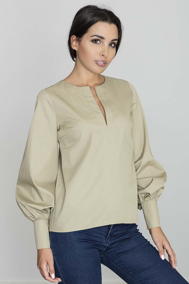 Oliwkowa bluzka koszulowa z rozcięciem przy dekolcie