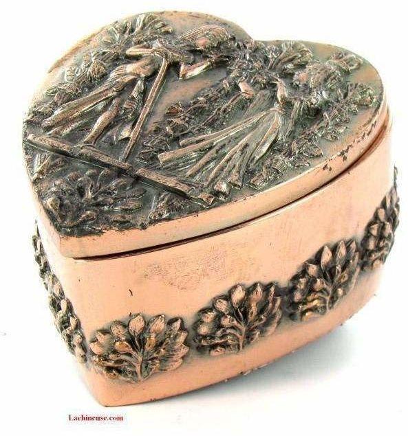 Egipska piramida  dekoracyjne pudełko z miedzianym sercem