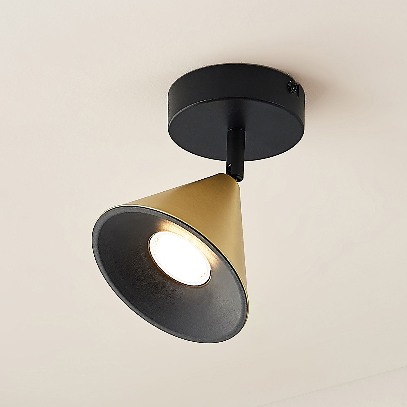 Lucande Kartio lampa ścienna, 1-pkt., mosiądz