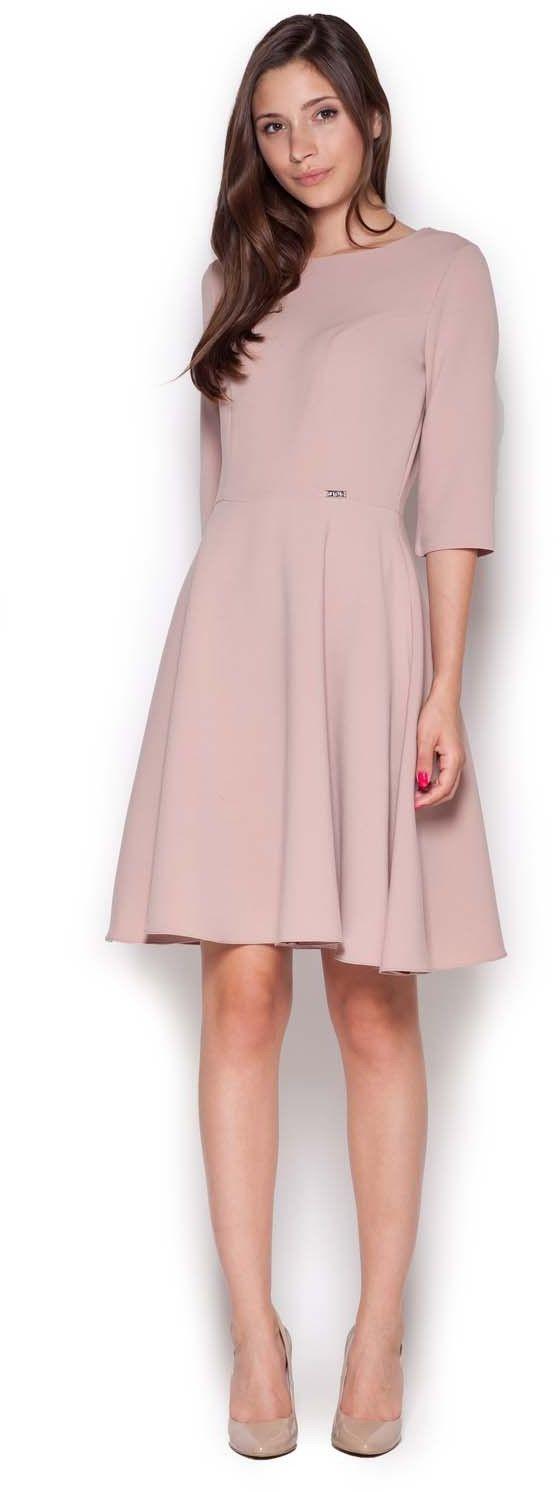 różowa rozkloszowana sukienka przed kolano