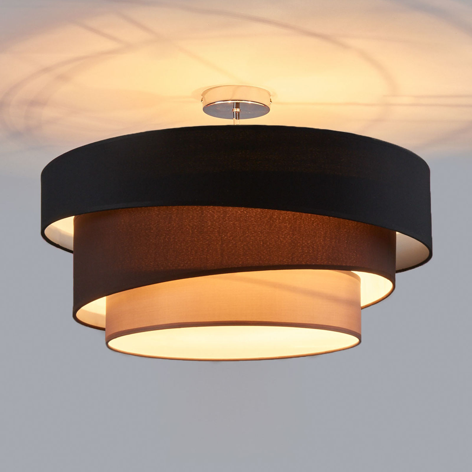 Atrakcyjna lampa sufitowa Melia, czarno-brązowa