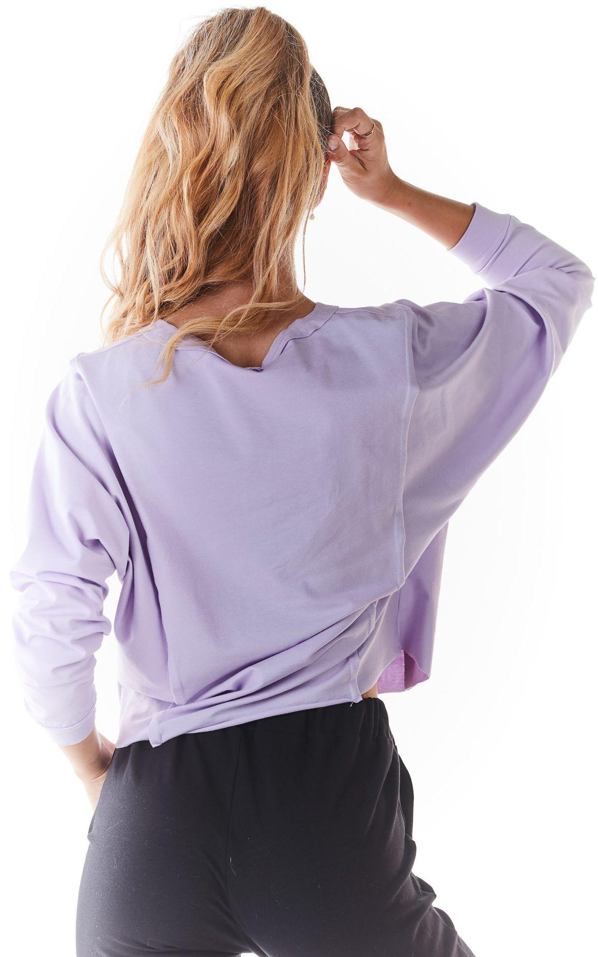 Krótka bluzka z surowymi wykończeniami - pudrowa