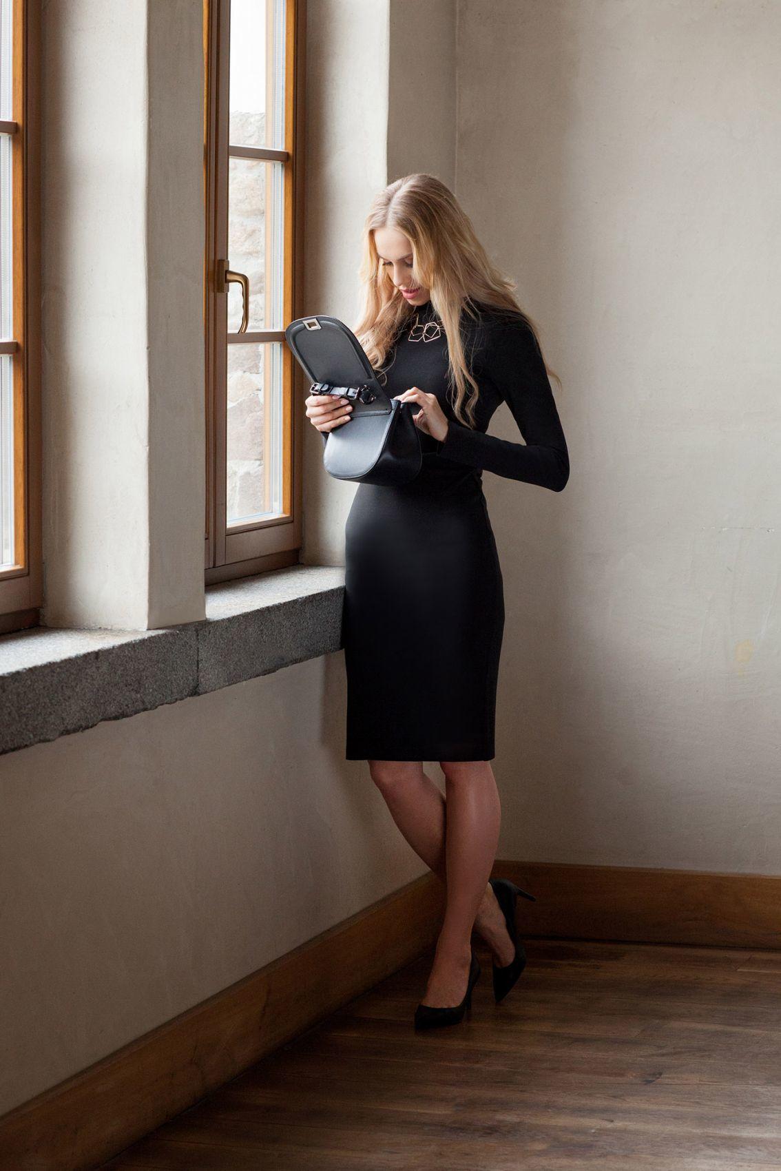 S033 Sukienka ołówkowa - mała czarna