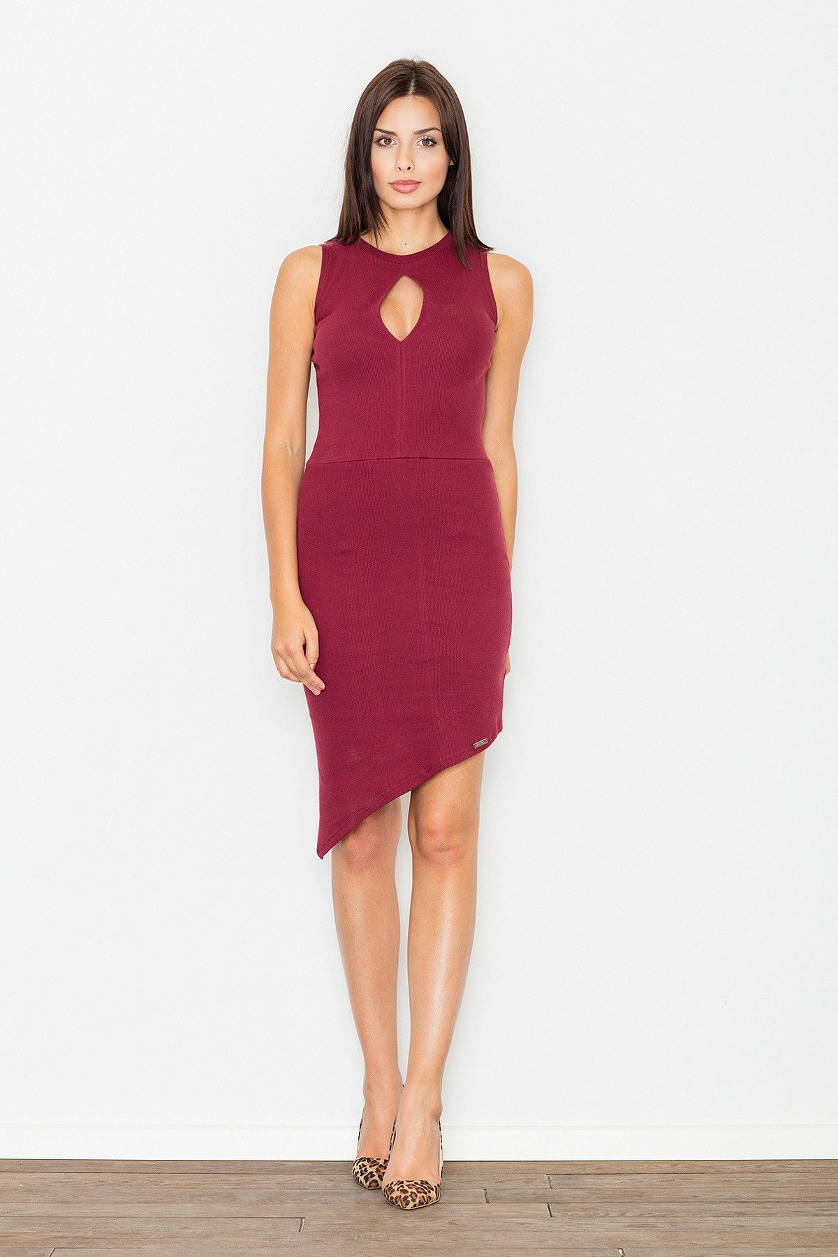 Bordowa asymetryczna dopasowana sukienka z łezką