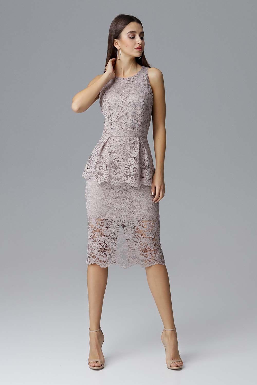 Beżowa koronkowa dopasowana sukienka z baskinką